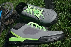 Flat pedal mountain bike shoes